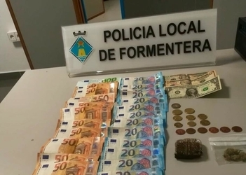 Formentera Local Police arrest man on charges of defiling public health, defying law enforcement
